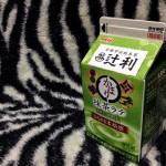 【乳飲料】『辻利かほり抹茶ラテ』はほろ苦さが心地よいですね。